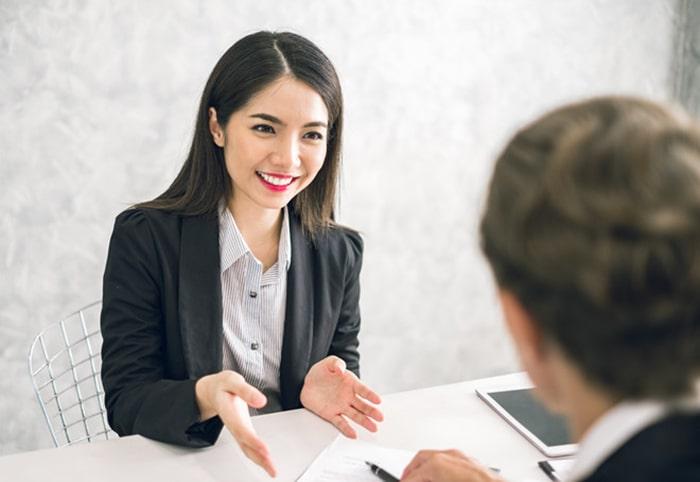 Nên giới thiệu bản thân như thế nào trong cuộc phỏng vấn