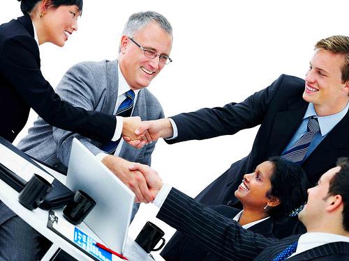 Tạo dựng và duy trì các mối quan hệ với khách hàng