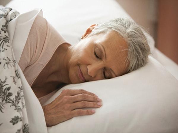 Người cao tuổi cần những thói quen gì để không bị mất ngủ? 1