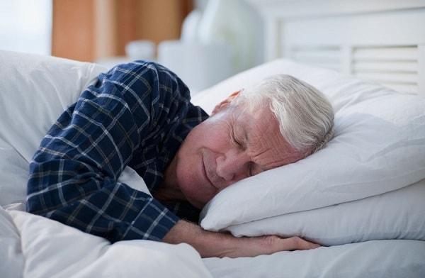 Người cao tuổi cần những thói quen gì để không bị mất ngủ? 2
