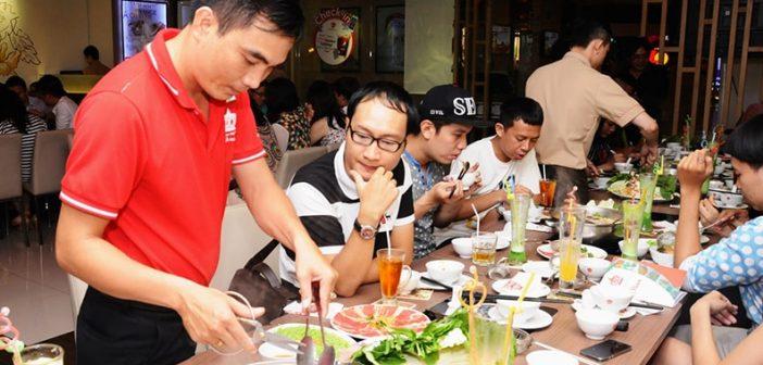 10 sai lầm sinh viên làm phục vụ bàn thường gặp dễ bị trừ lương