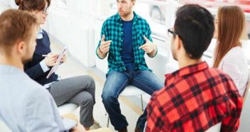 10 việc làm thêm dễ kiếm tiền dịp cận Tết 2018 cho dân văn phòng