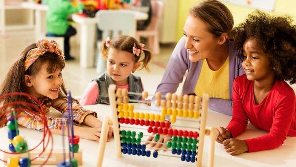 Có kế hoạch làm việc rõ ràng khi làm nghề giữ trẻ tại nhà