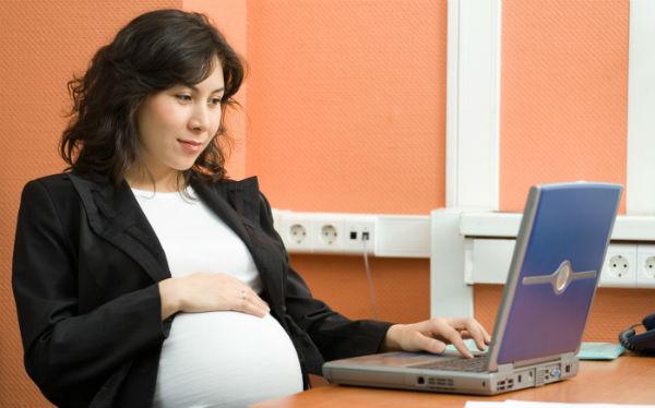 Phụ nữ mang thai có thể kiếm thêm thu nhập tại nhà nhờ bán hàng online