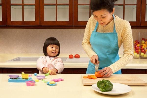 Trông coi trẻ em sẽ là một công việc làm thêm phù hợp nhiều bà nội trợ