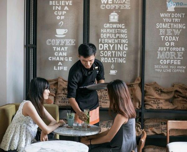 Kỹ năng giao tiếp cho sinh viên làm thêm phục vụ bàn
