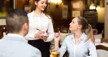 Sinh viên làm thêm phục vụ bàn ca tối cần có kỹ năng gì?